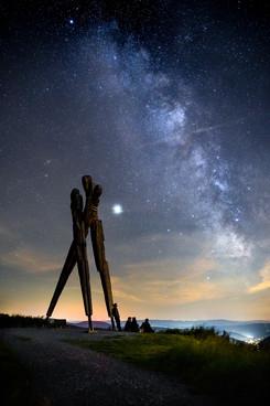 Sommernacht mit Freunden unter der Milchstraße am Lothardenkmal
